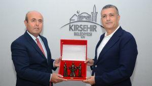Kırşehir Belediye Başkanı Selahattin Ekicioğlu'na Esenyurt'tan ziyaret sürprizi