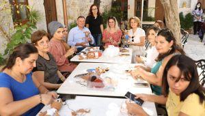 Başkan Savaş Sanat Atölyesinde Hataylı Kadınlar ile Bir Araya Geldi