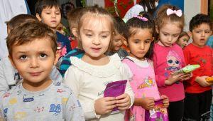Minik Çocuklar Harçlıkları ile Sokak Hayvanlarına Mama Aldılar!