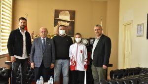 Tekirdağ Büyükşehir Belediye Başkanı Kadir Alabayrak'tan Malkara'mızın Gururu Taekwondo Sporcusu Sahra Nur Özdemir'e Hediye Çeki