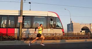 İstanbul'da milli atlet tramvay ile yarıştı